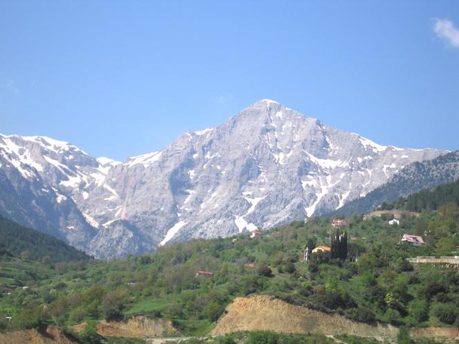 http://idyllion.gr/images/Helmos-mit-Schnee.jpg